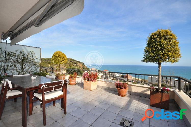 Gran terraza con panorámicas vistas al mar - Costa BCN