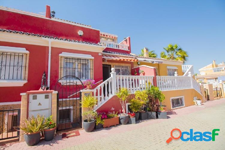 Hermosa casa adosada en la tranquila urbanización Sunlake