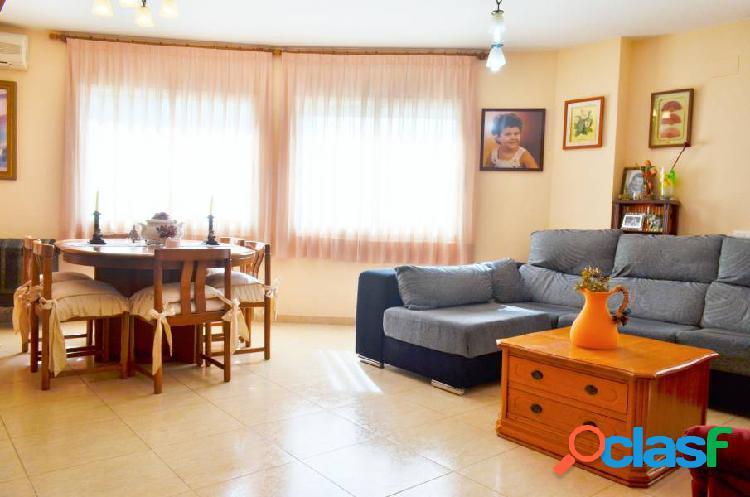 Impecable casa ADOSADA esquinera en Llorenç del Penedes