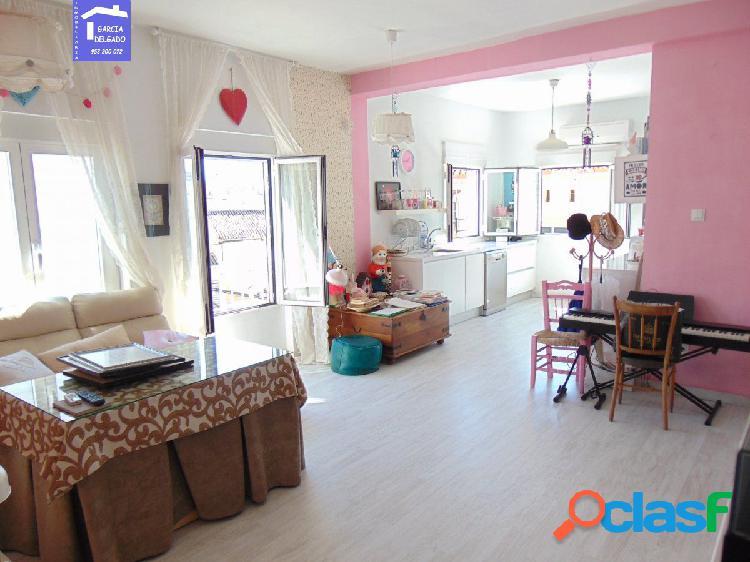 Inmobiliaria Garcia Delgado vende bonito piso en la Chana.