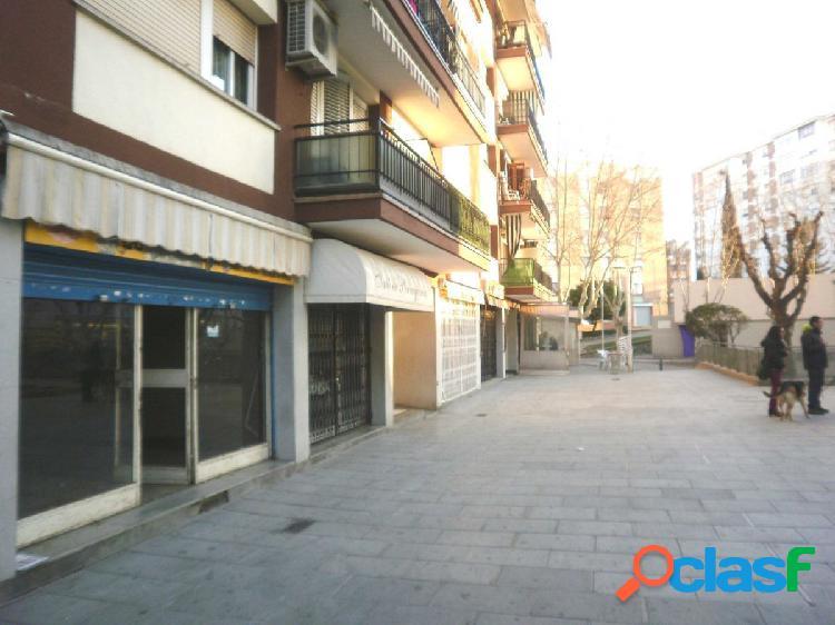 Local Comercial con sótano en Rubí - Barcelona
