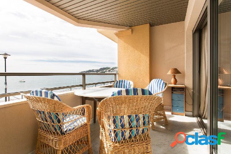 Magnífico piso en una de las mejores zonas de la costa de