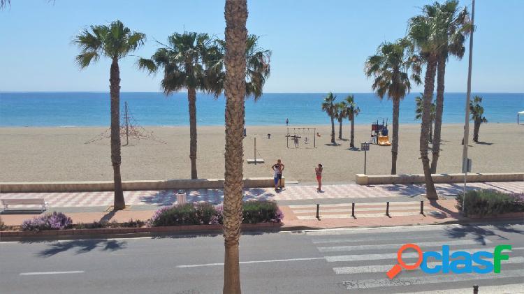 Piso en alquiler en primera linea de playa (solvencia