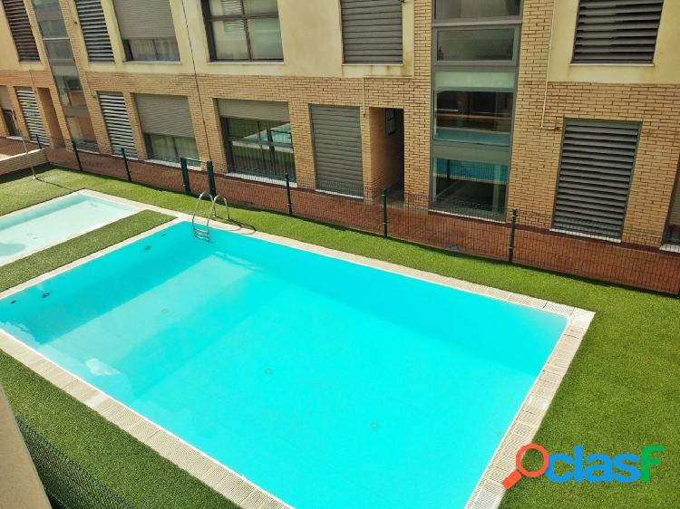 Se alquila piso con piscina en Juan de Borbon