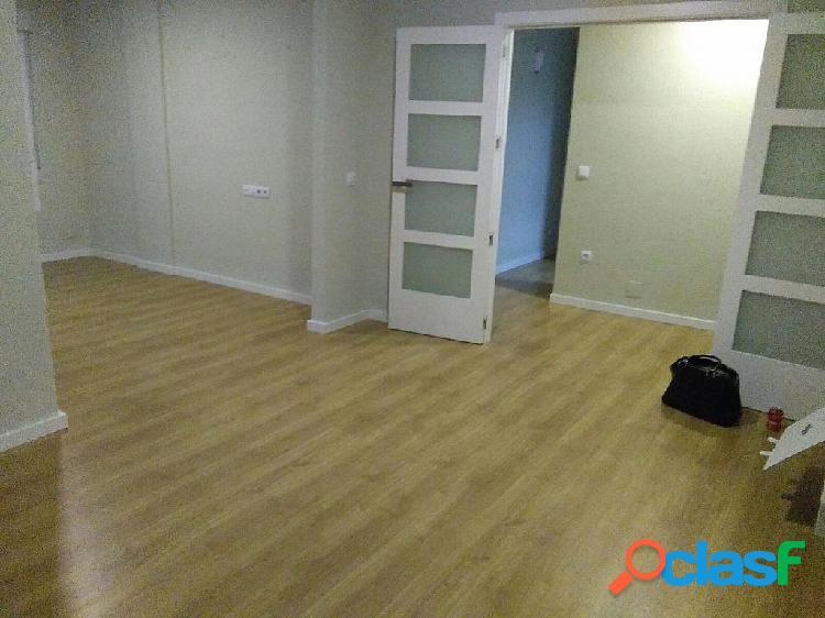 Se alquila piso reformado en Av. Constitución