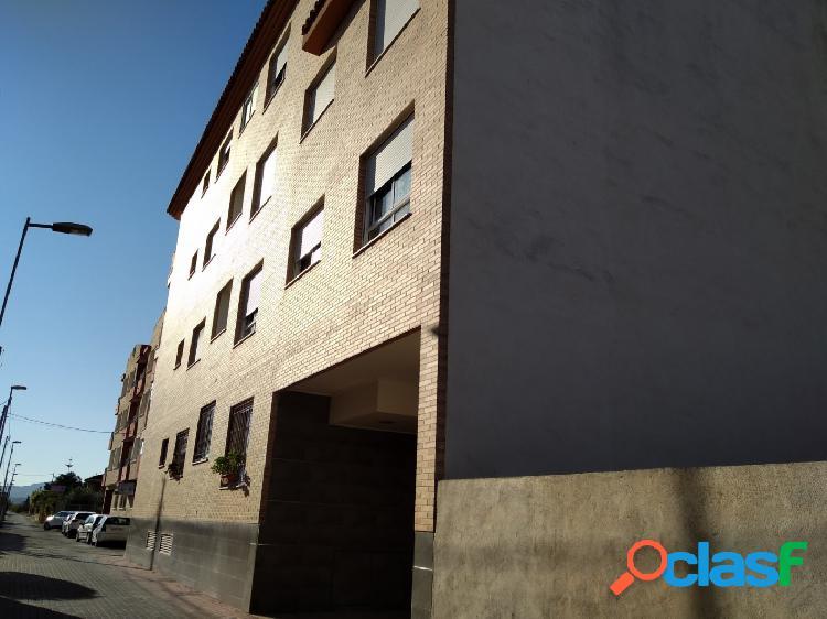 Se vende piso en calle mayor en el Raal junto a la iglesia