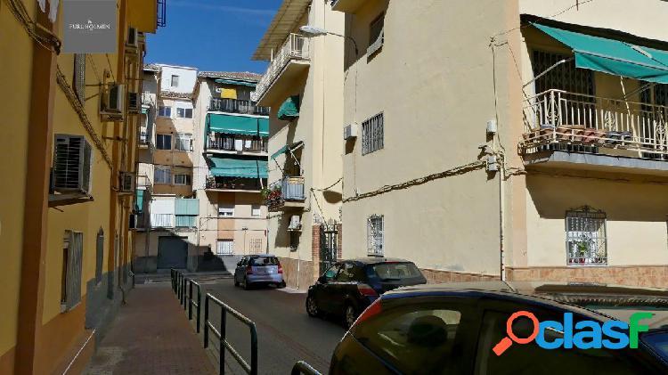 Venta de piso en Granada (Zona La Chana)