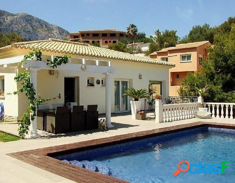 Villa en venta estilo moderno con vistas al mar en Galeretes