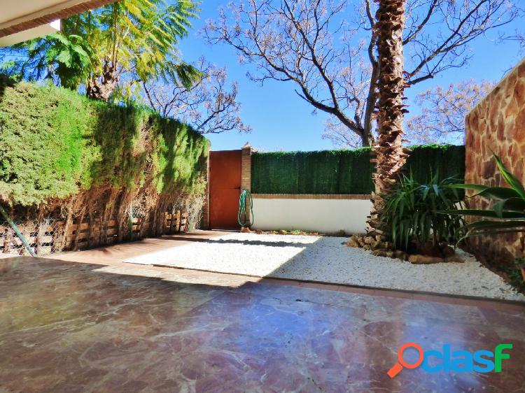 Alquiler SIN MUEBLES bungalow con 4 dormitorios junto av