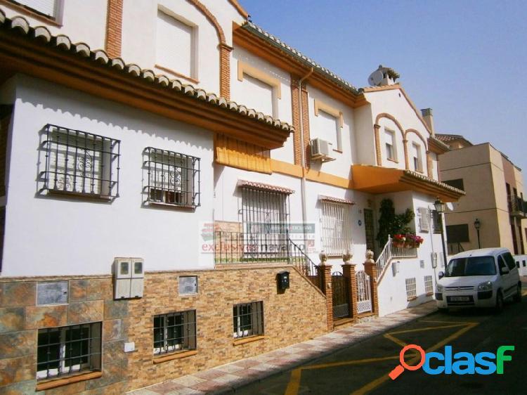 CAJAR, unifamiliar soleada en Bellavista, 3 dormitorios y 3
