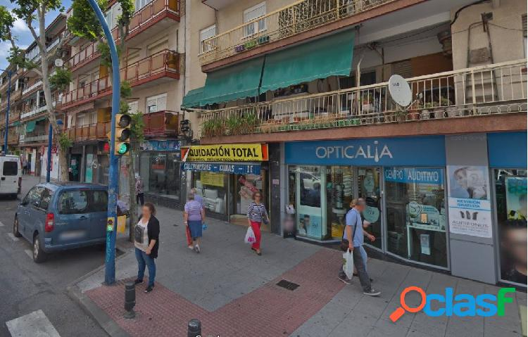 Estupendo local comercial ubicado en Avenida Fuenlabrada