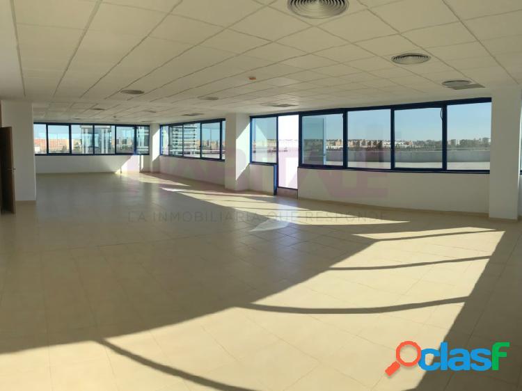 Gran oficina con 4 plazas de garaje, en Torneo Parque