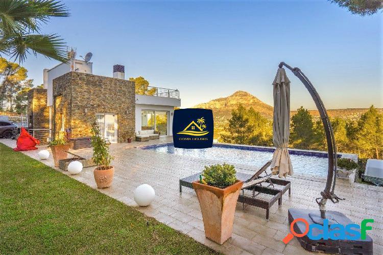 Increíble Villa con Vistas al Mar en venta en Javea |