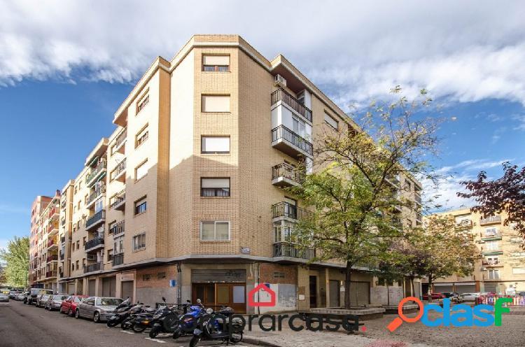 Local comercial situado en el sector de las Fuentes,