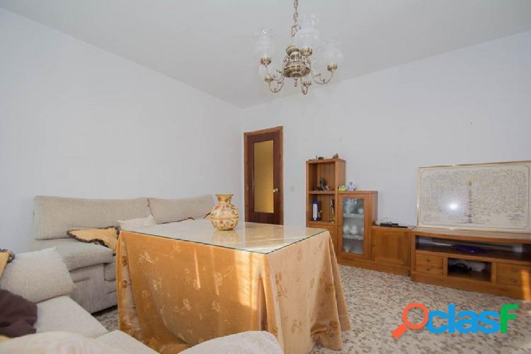Magnífico piso de 4 dormitorios, 112 m2, en esquina,