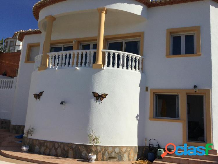 Villa moderna con hermosas vistas panorámicas a la venta en