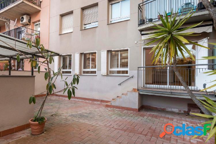 En Passeig Sant Joan con 60m2 de terraza y 15m2 de patio