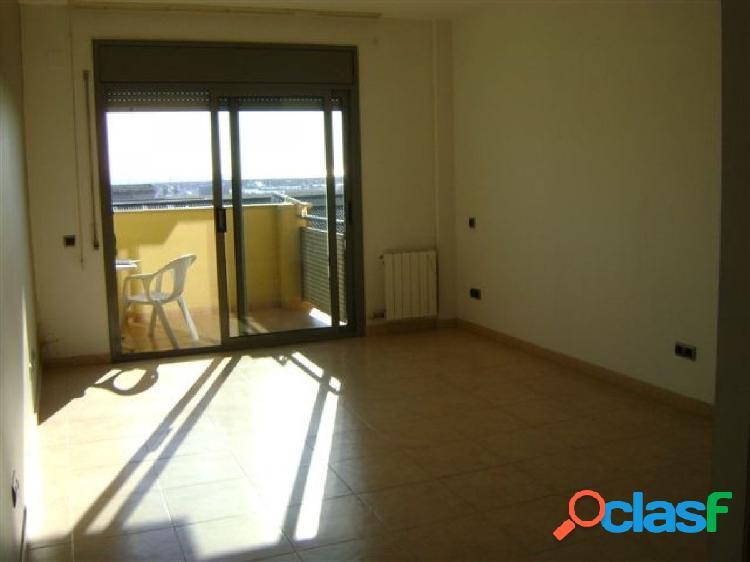 Piso de 3 Hb., 2 Hb. 2 baños, 2 balcones y Parquing, 83 m2