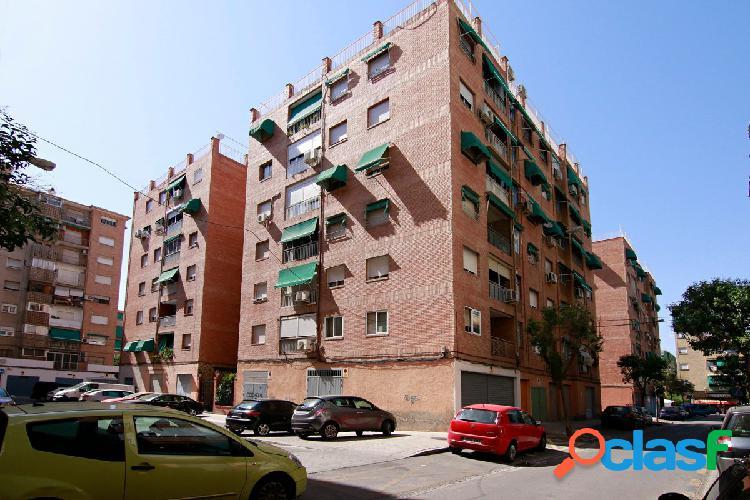 Piso situado en Calle Perugia, junto Merca 80- Palacio