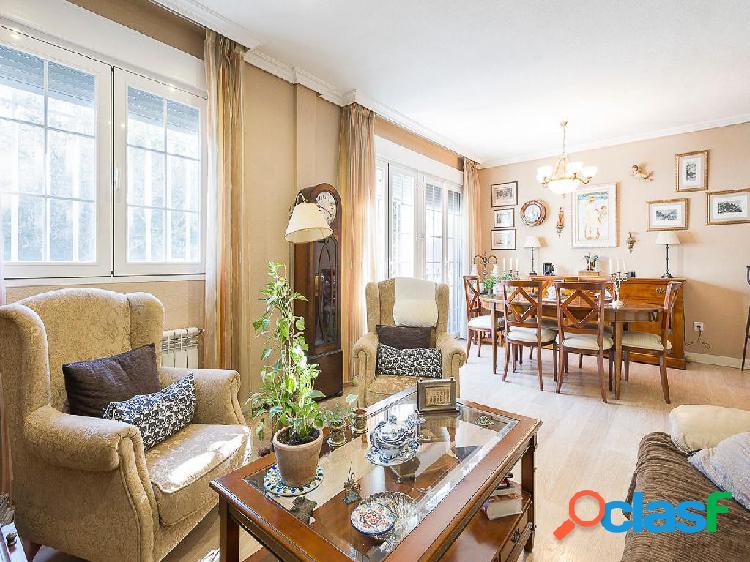 Chalet en venta de 220 m² en Calle Islas Canarias, 28905