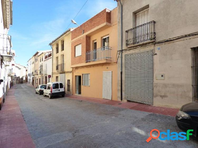 Encantador piso en Adzeneta de Albaida, para entrar a vivir.