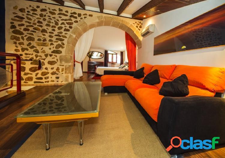 Se vende casa de pueblo reformada en el centro de Pollença,