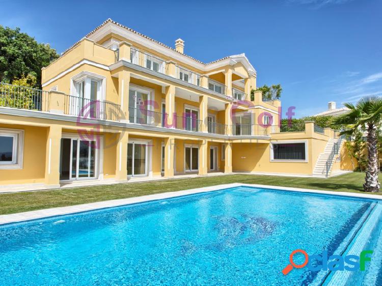 Villa de lujo con vistas al mar y a la montaña