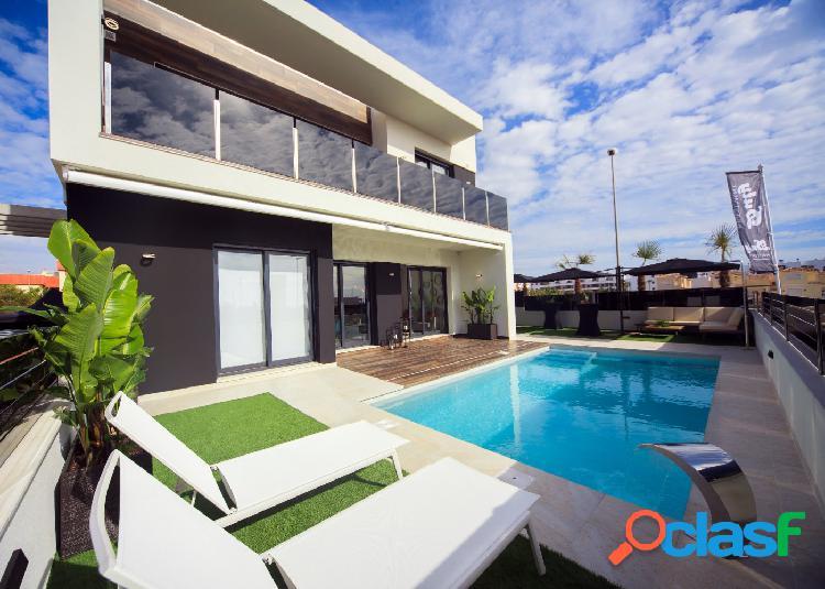 Villas con piscina privada en Lomas de Cabo Roig, Orihuela