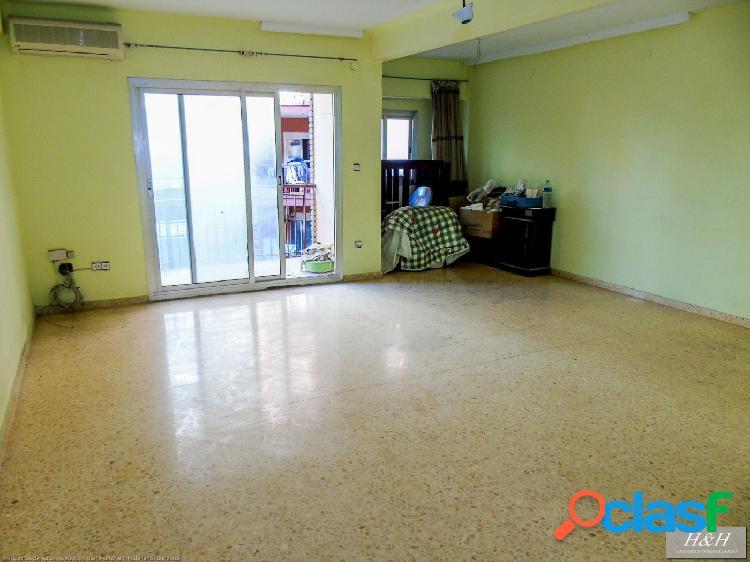 Se vende amplio piso en Zona Eixereta. / HH Asesores,