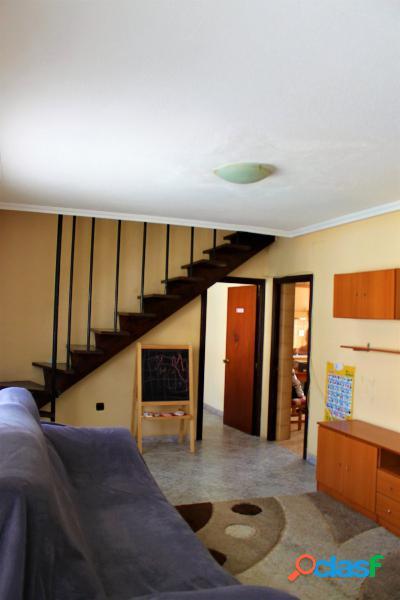 Un apartamento de tres dormitorios por la zona de Virgen del