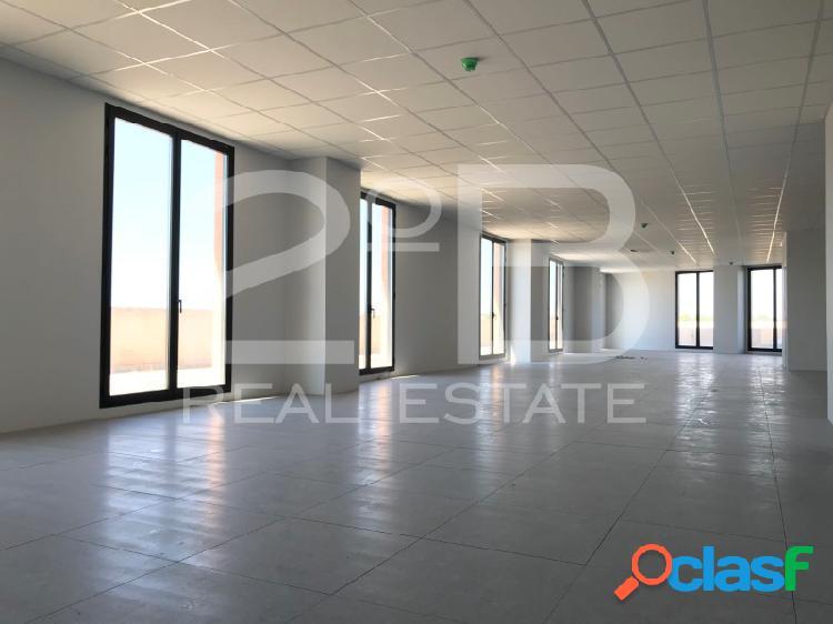 Espectacular oficina de 240 metros con 3 baños y gran