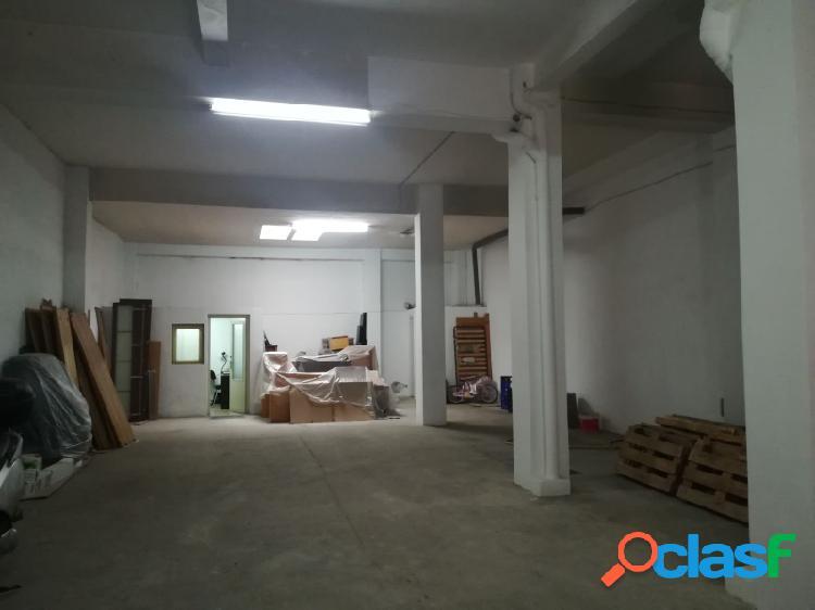 Las Fuentes, local/almacen en venta de 160 m², con badén.