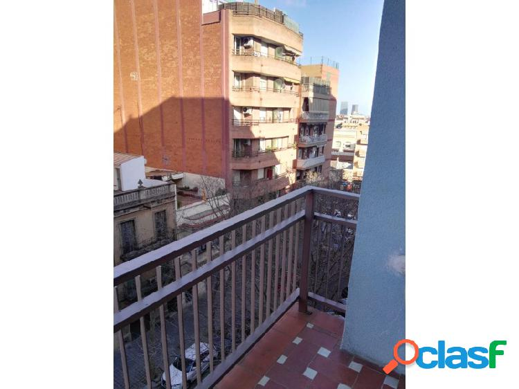 Piso en alquiler con ascensor y terraza cerca de Sagrada