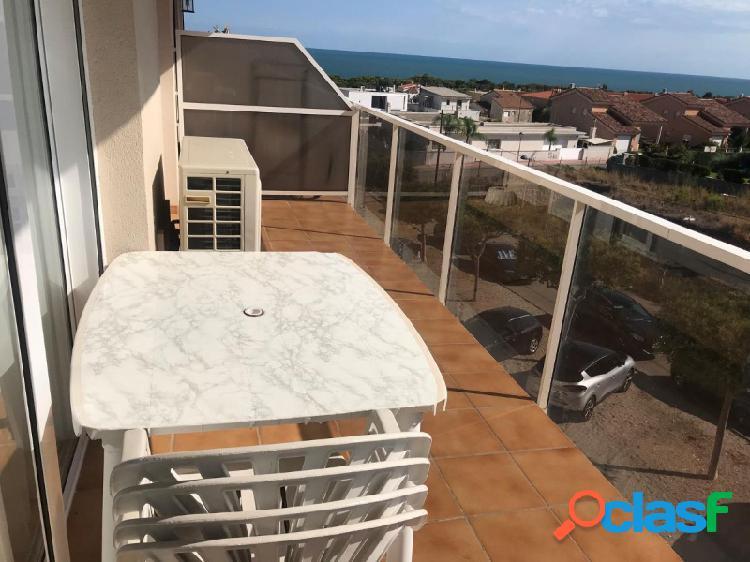 Apartamento de 2 habitaciones con vistas al mar y piscina