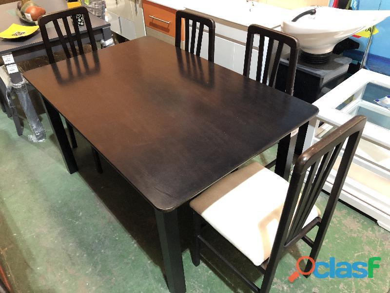 Mesa negra con 4 sillas tapizadas en color beig