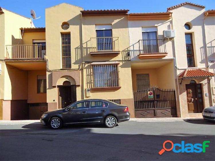 Oportunidad de Casa en Maracena, con cinco Dormitorios,
