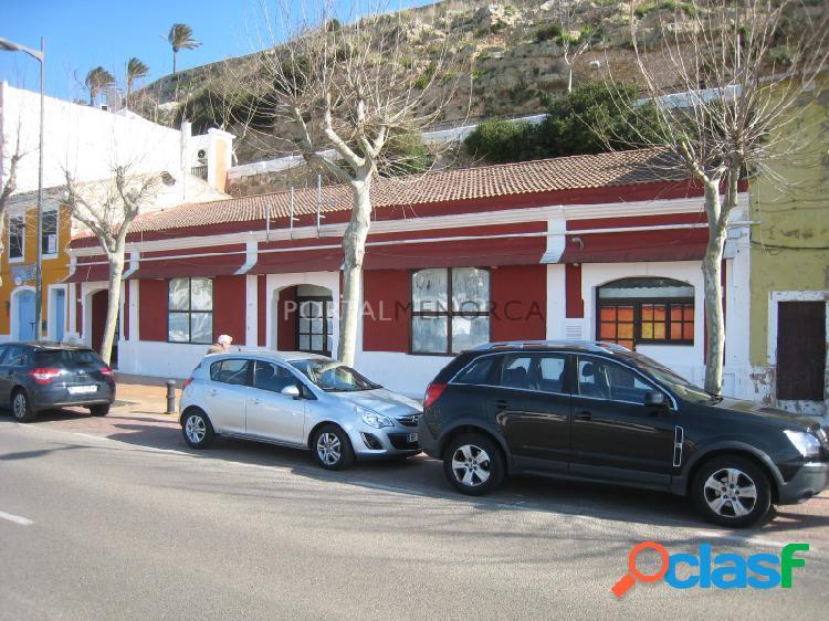 LOCAL COMERCIAL EN PRIMERA LINEA DE PUERTO - Mahón -