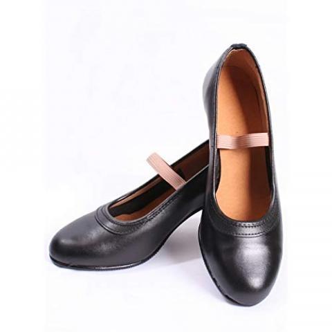 lote de zapatos y complementos de flamenco