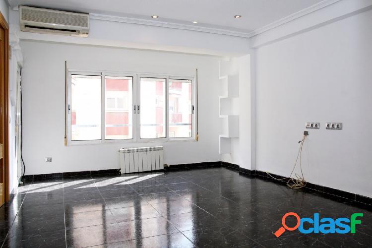 Bonito piso reformado y luminoso. Para entrar a vivir.