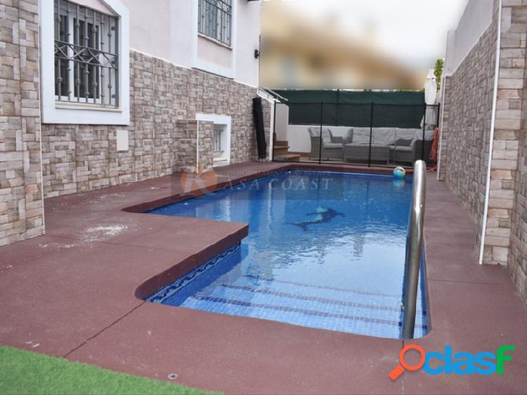 Casa pareada en alquiler en Los Pacos, Fuengirola.