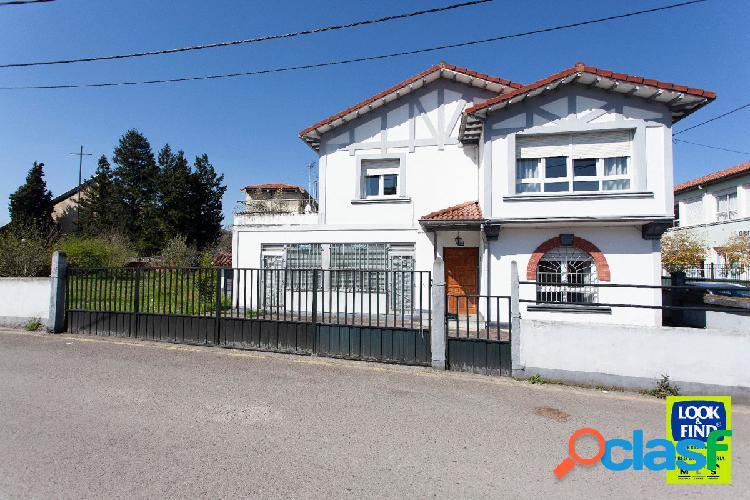 Casa y finca urbana de más de 2.000 m2 en Sierrapando, al