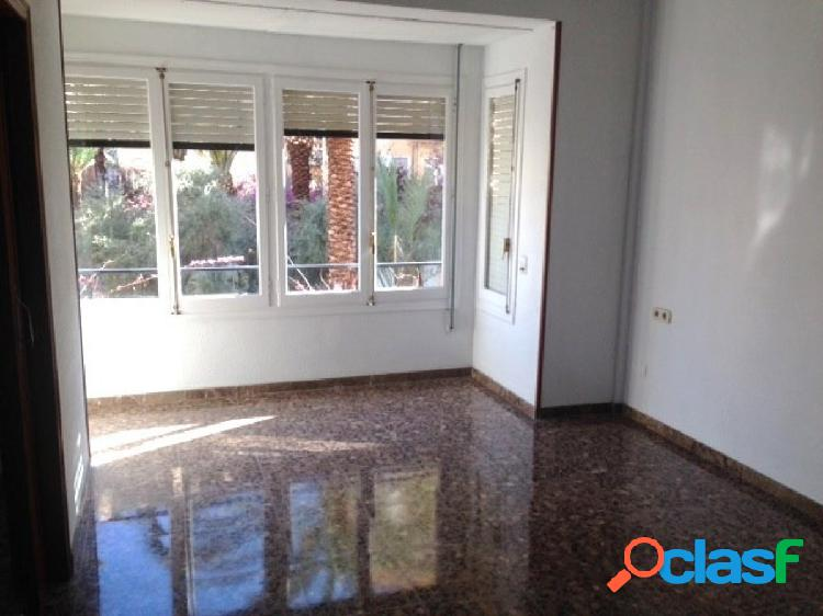 Piso en alquiler de 160m2. 4 dormitorios y 2 baños Alicante