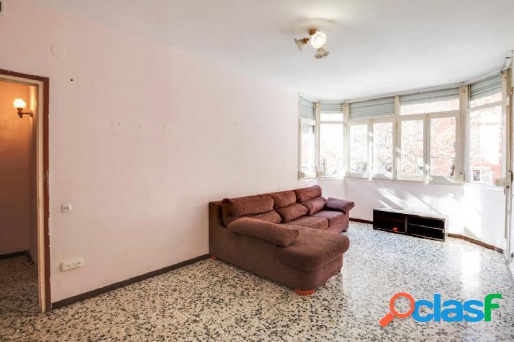 Piso en venta a reformar de 95m2 con 4 habitaciones en