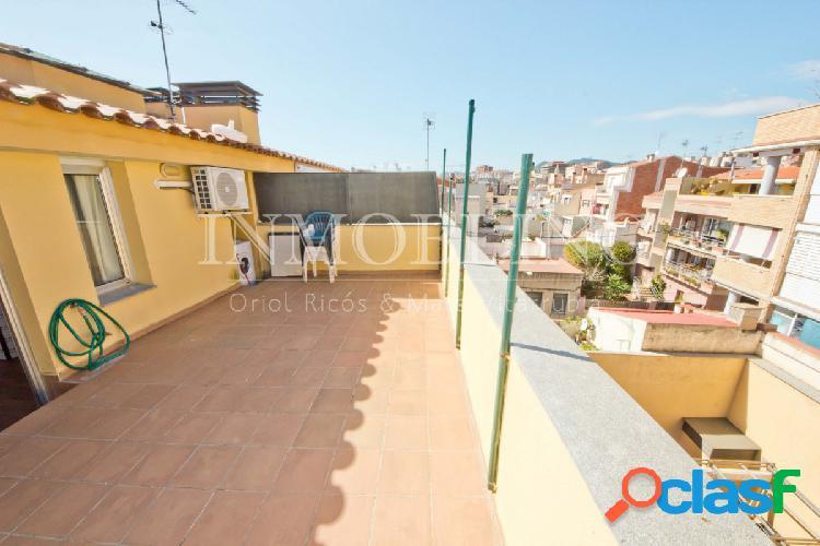 Ático dúplex con terraza y parking en pleno centro.