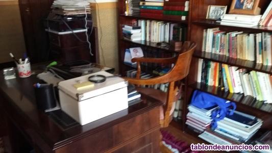Antigüedad. Mesa y silla despacho