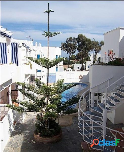 Apartemento con piscina y vistas al mar en San José