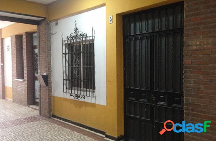 Céntrico Local Comercial en Menendez Pelayo