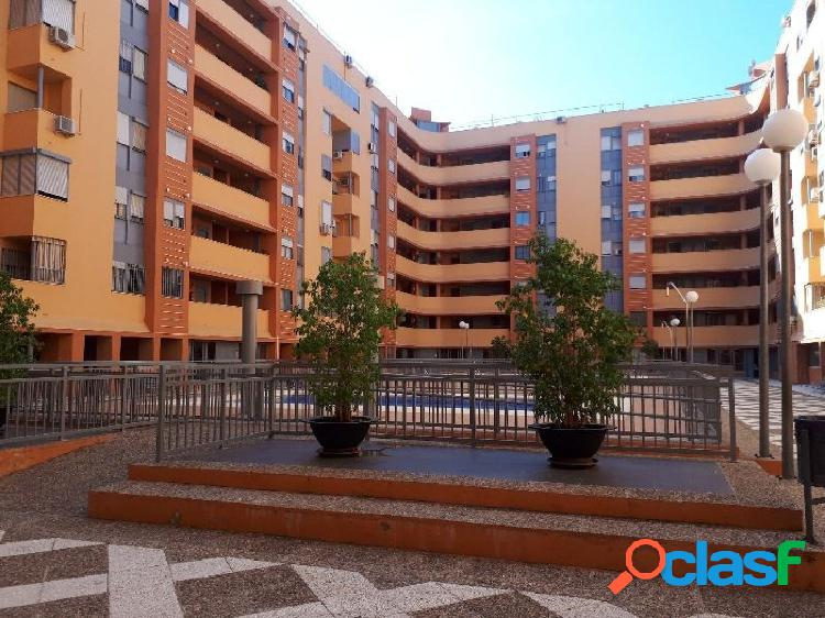 Estupendo piso con piscina en zona Santa Aurelia