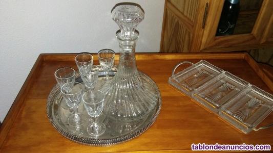 Licorera de cristal tallado y 6 copas.