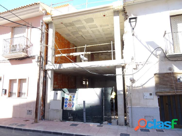 OPORTUNIDAD CASA PARA TERMINAR DE CONSTRUIR EN EL CENTRO DE
